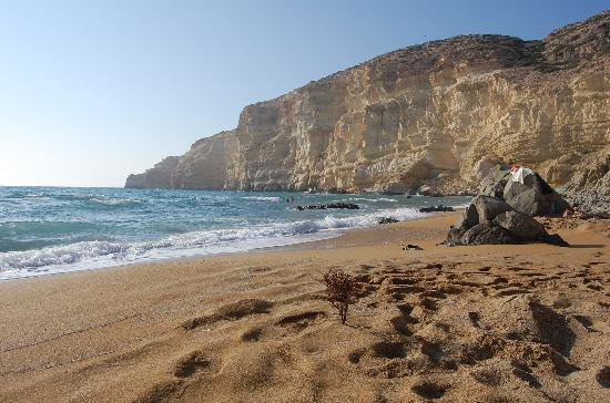 Raudono smėlio paplūdimys Kretoje