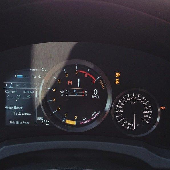 """Pauliaus Sviklo / 15min nuotr./""""Lexus RC-F"""" prietaisų skydelis"""
