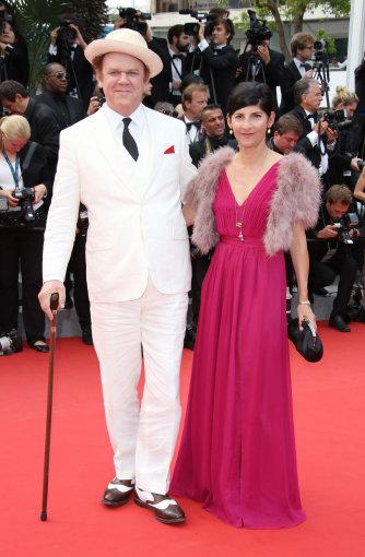 Vida Press nuotr./Aktorius Johnas C. Reilly su žmona prodiusere Alison Dickey