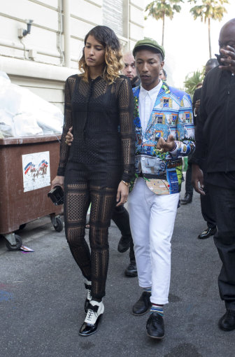 """Scanpix""/Xposurephotos.com nuotr./Pharrellas Williamsas su žmona modeliu Helen Lasichanh"