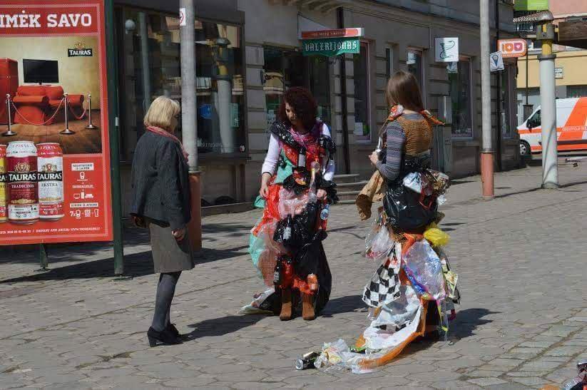 """Šiaulių universiteto studentės rėžė griežtai - ,,Tu šiukšlini? Tu - šiukšlė!\"""""""