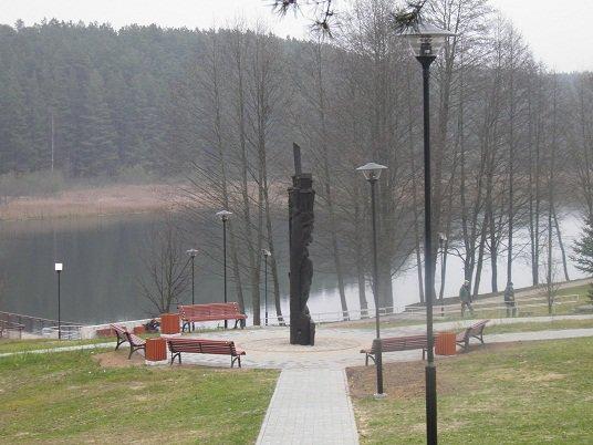 Ignaliniečiai džiaugiasi sutvarkyta viena mėgstamiausių poilsio vietų – Paplovinio ežero pakrante. Ignalinos raj. sav. nuotr.