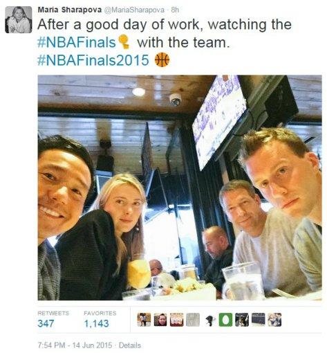 """Instagram"" nuotr./Marija Šarapova ir jos komanda stebi NBA finalo mačą"