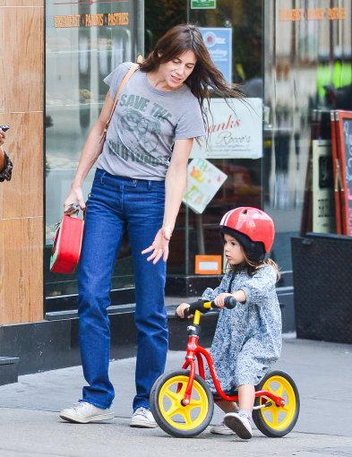 Vida Press nuotr./Charlotte Gainsbourg su dukra Niujorke 2014 m.