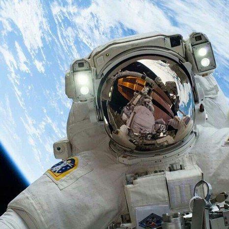 Asmenukė kosmose