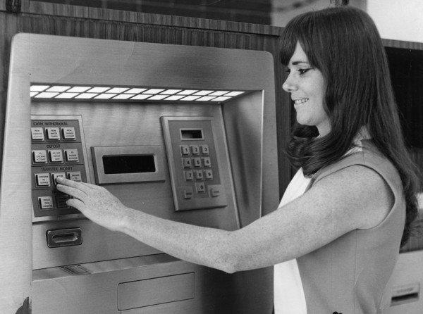 Vienas pirmųjų bankomatų. Courtesy Crocker Bank nuotr.