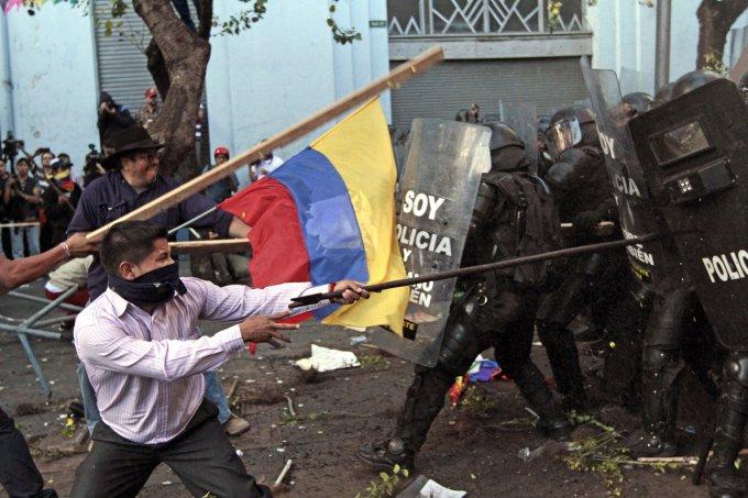 """AFP/""""Scanpix"""" nuotr./Protestai ir visuotinis streikas Ekvadore"""