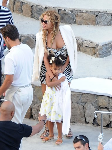 """Scanpix""/Xposurephotos.com nuotr./Beyonce su dukra Blue Ivy Italijoje"