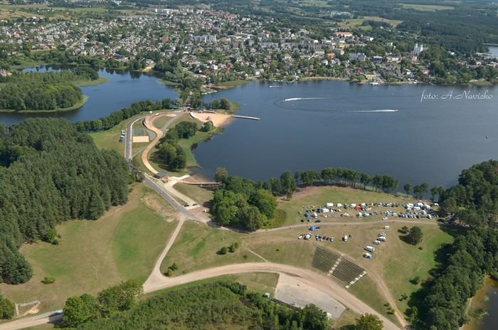 Zarasuose pradėta statyti didžiausia Pabaltyje vandenlenčių trasa