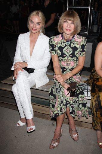 """Vida Press nuotr./Aktorė Margot Robbie ir """"Vogue"""" vyriausioji redaktorė Anna Wintour"""