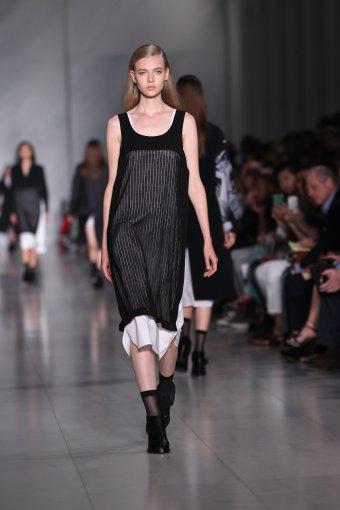 Vida Press nuotr./DKNY 2016 m. pavasario-vasaros kolekcijos pristatymo momentas