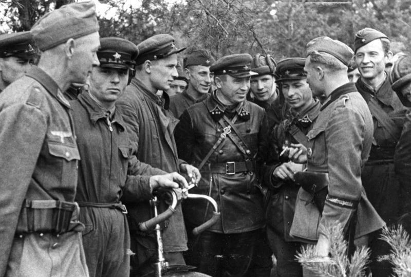 Sovietų ir vokiečių karių susitikimas po bendros Lenkijos operacijos