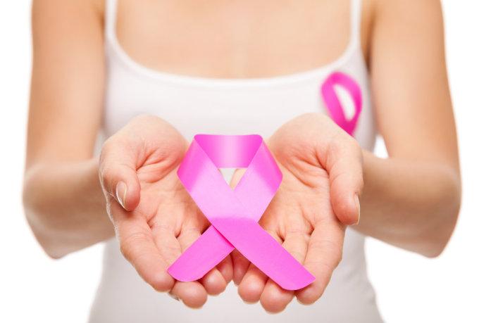 """""""Fotolia"""" nuotr./Krūties vėžio simbolis – rožinis kaspinas"""