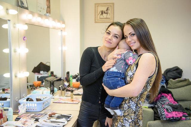 Ineta Puzaraitė-Žvagulienė su dukra ir sese Irūna Puzaraite