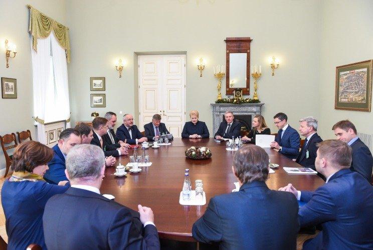 Dalia Grybauskaitė susitinka su Seimo Nacionalinio saugumo ir gynybos komiteto nariais.