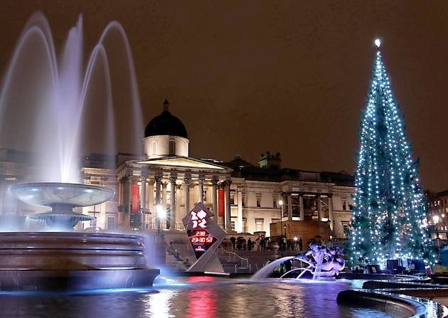 Centrinė Kalėdų eglė Londone kelia pavojų