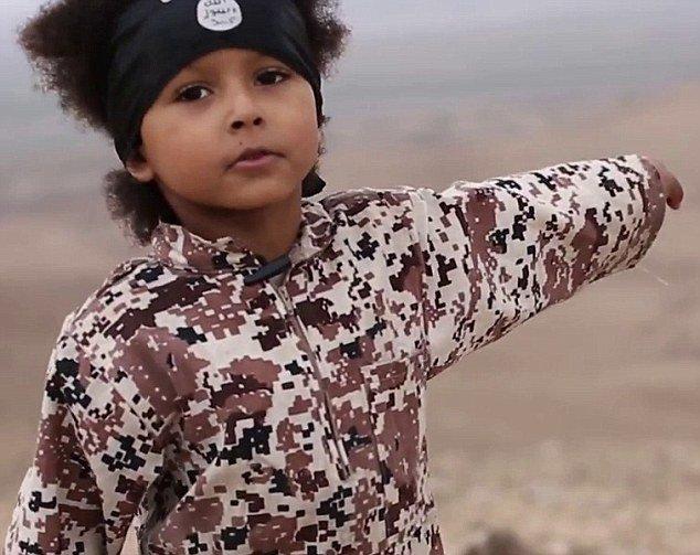"""Į """"Islamo valstybės"""" propagandą įtraukti vaikai"""
