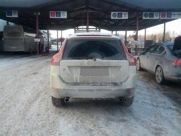 """Medininkuose pasieniečiai sulaikė vogtą baltarusio """"Volvo"""""""