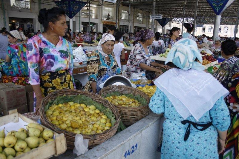 Živilės Necejauskaitės nuotr./Uzbekijos turgaus prekystaliai