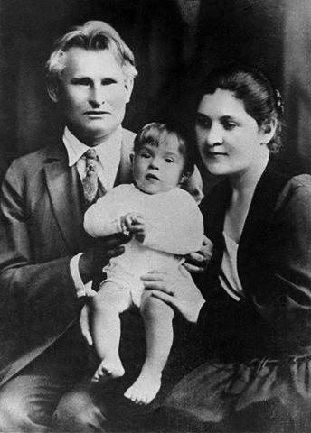 Dr. Kazys Grinius ir Kristina Griniuvienė su sūneliu Liūtu 1928 m.