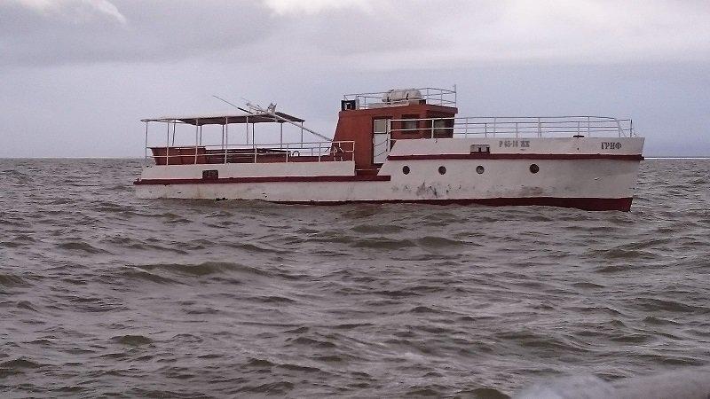Tuščias dreifuojantis laivas, kuris Kuršių mariose kirto sieną iš Rusijos