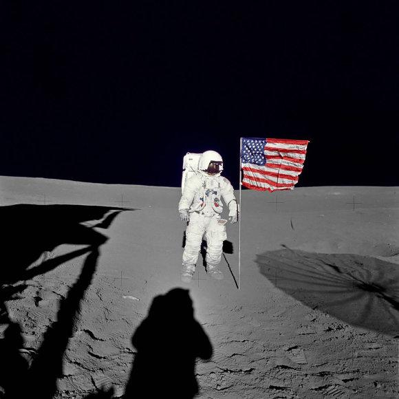 """""""Reuters""""/""""Scanpix"""" nuotr./Astronautas Edgaras Mitchellas Mėnulio paviršiuje"""