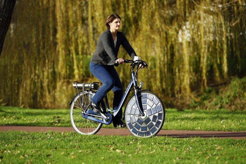 Saulės energija varomas dviratis