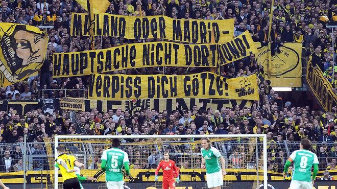 """Borussia"" ultrų plakatas, smerkiantis Mario Goetze"