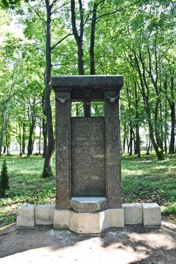 Skulptūrų parke atstatytas paminklas Gerlachų šeimai