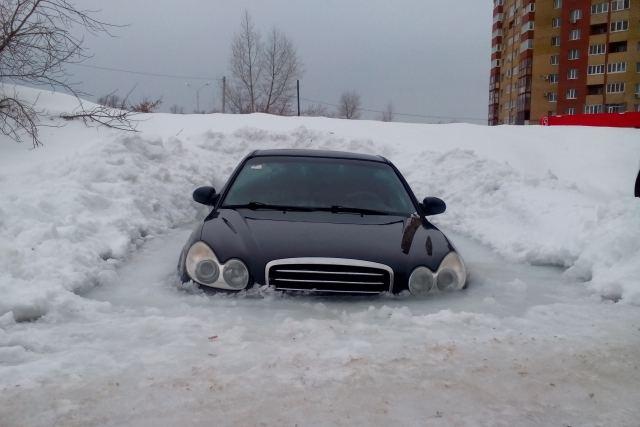 "Lede įšalęs ""Hyundai Sonata"""