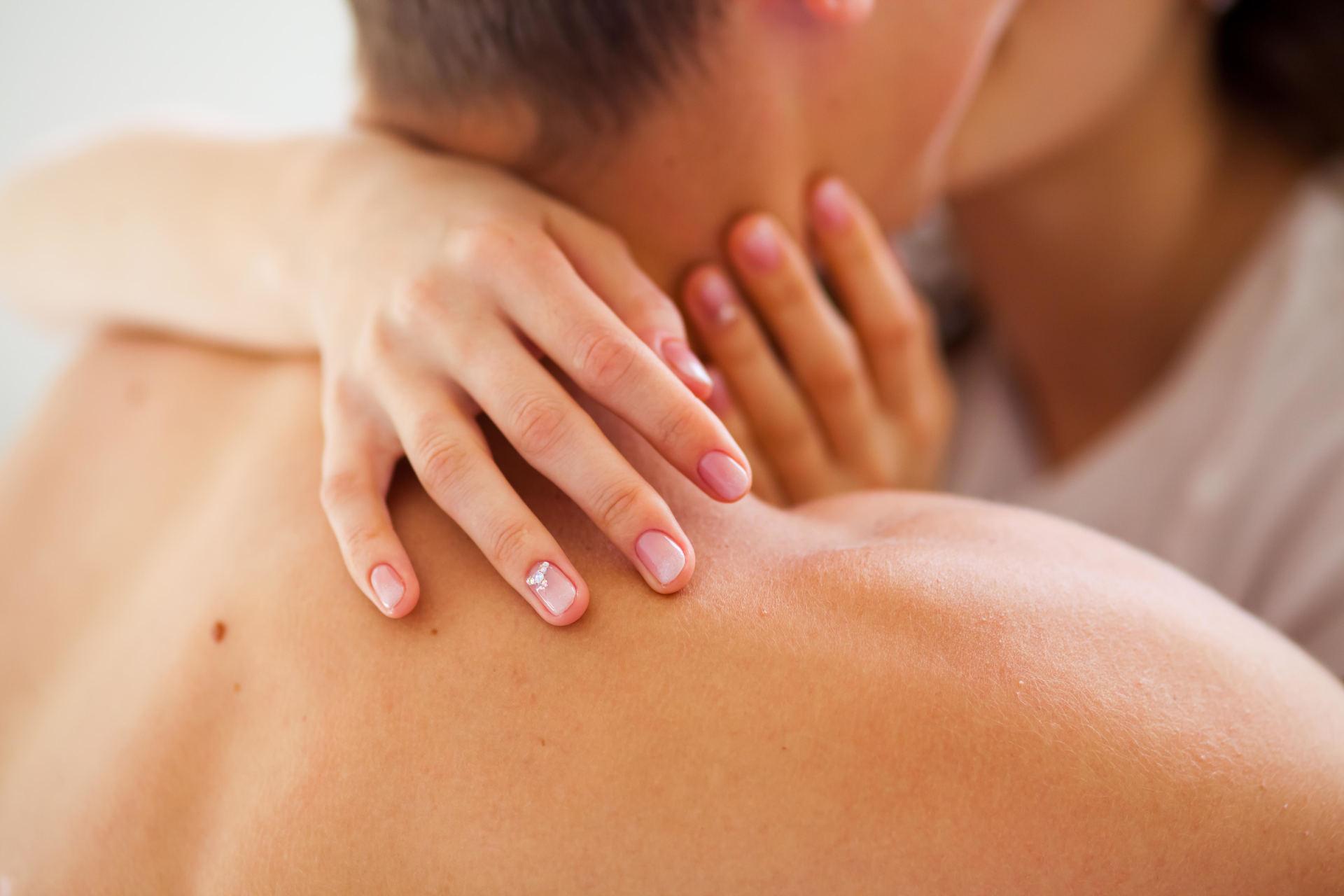 varpos masažas su medumi)