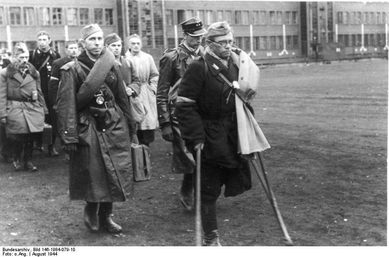 Varšuvos sukilėliai po kapituliacijos (1944 m. spalio 1 d.)