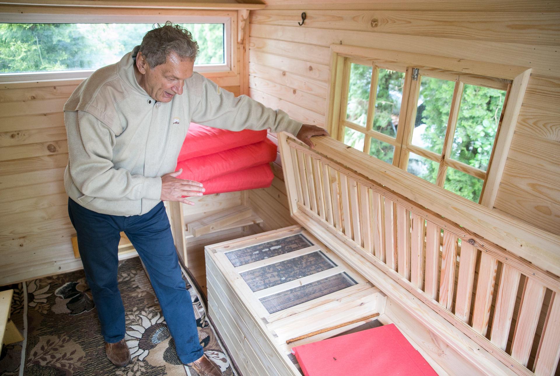 Bičių lovą siūlantis bitininkas: apie geriausią vaistą nuo ...