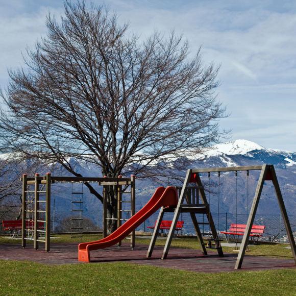 Vida Press nuotr./Žaidimų aikštelė Šveicarijoje