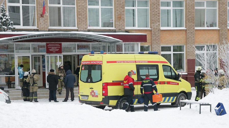Užpuolikai švaistėsi peiliu mokykloje Permės mieste