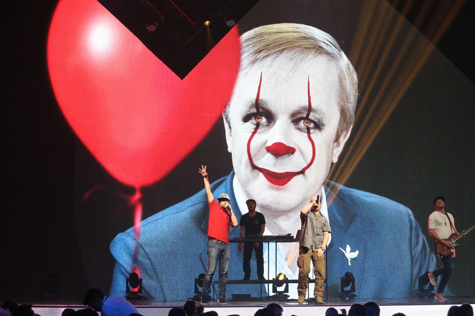 """Darstellung von R. Karbauskis als """"The Clown"""""""