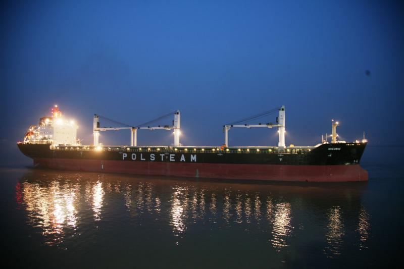 Vienas iš Lenkijos jūrų laivybos kompanijos laivų
