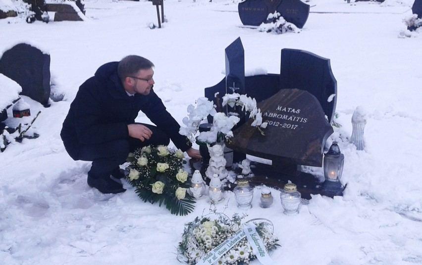 Linas Kukuraitis prie Matuko kapo