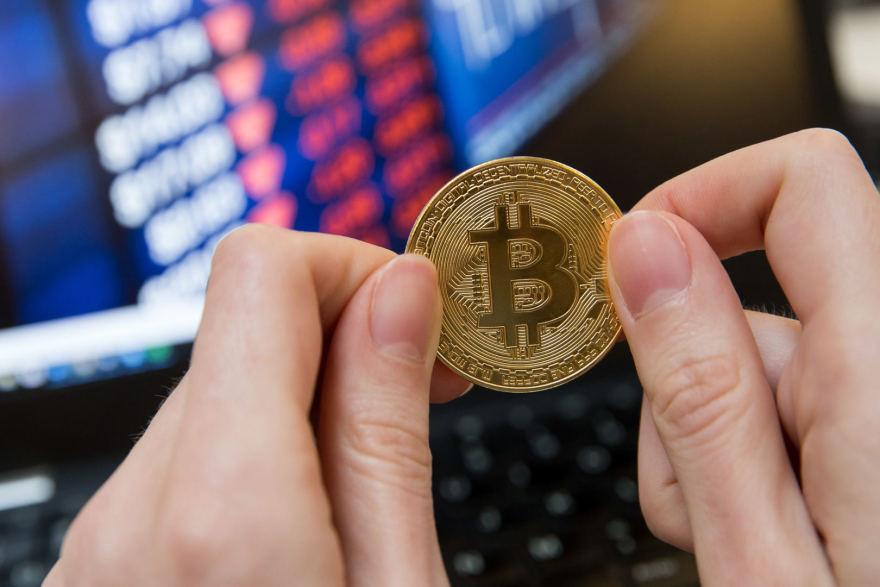 brokeris su bitkoinu