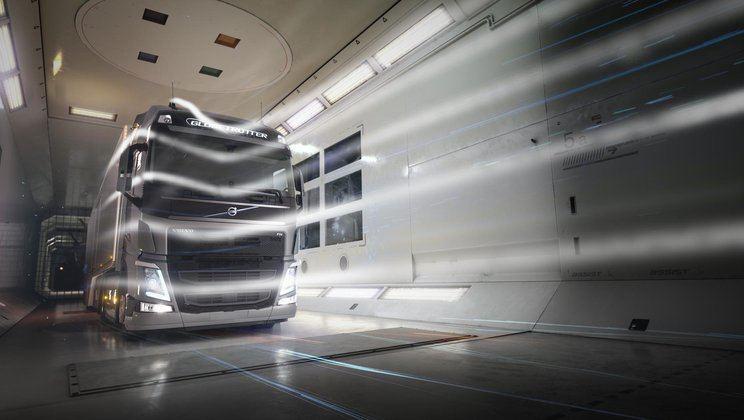 Sunkvežimių aerodinamika yra tobulinama ir vėjo tuneliuose. (Volvo Trucks)