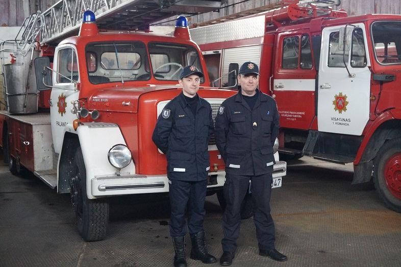 šiauliečiai ugniagesiai Renaldas ir Tomas Žeguliai