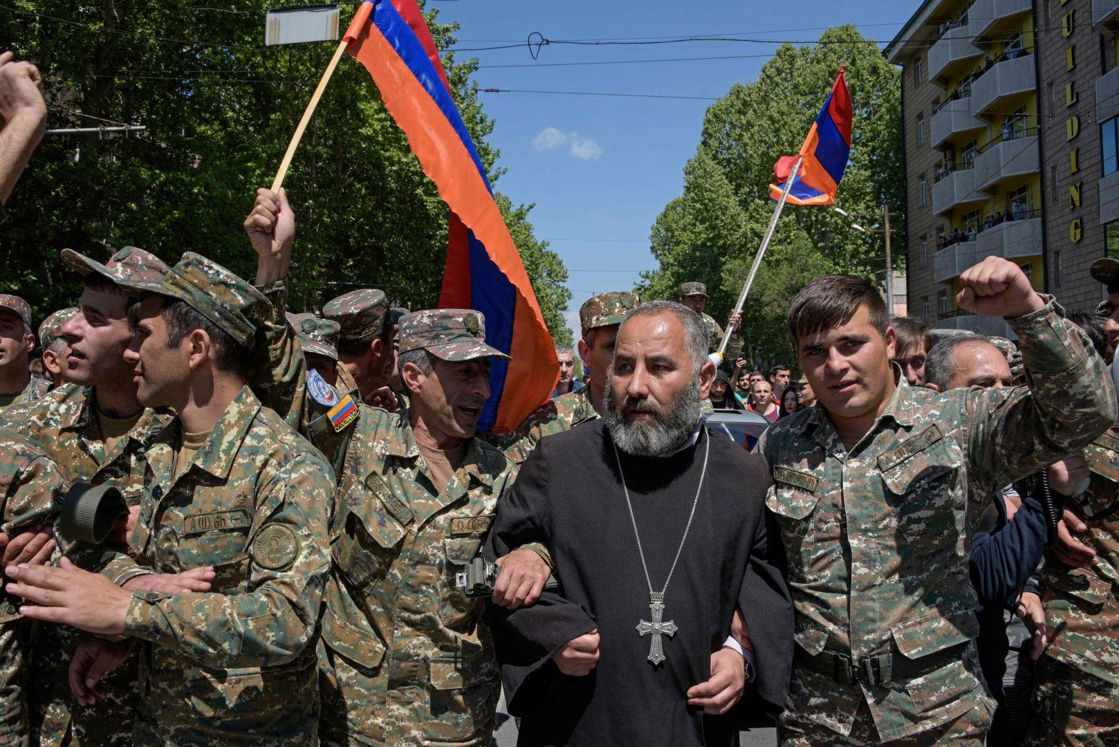 Protestai Armėnijoje prieš korumpuotą valdžią...