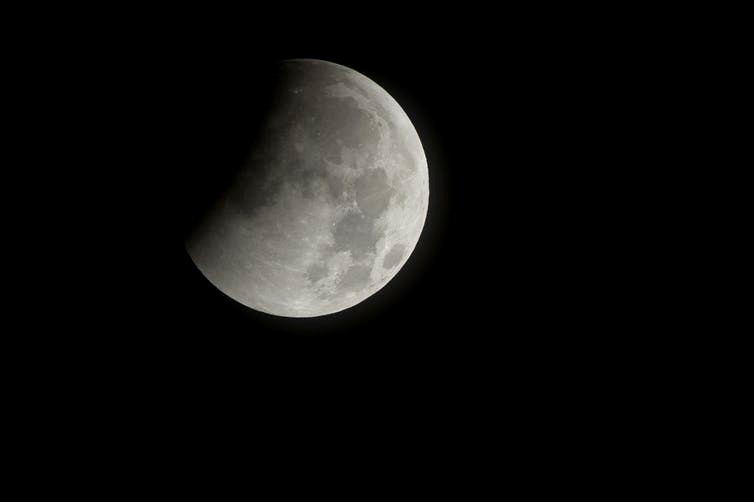 Dalinis Mėnulio užtemimas. Iliustracijos šaltinis: www.astrophoto.com