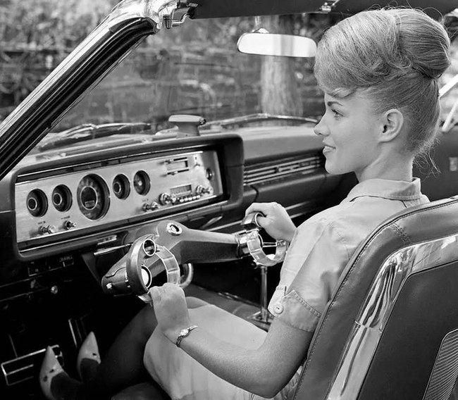 """""""Ford"""" iš pradžių manė, kad """"Wrist-Twist"""" yra tiesiog patogesnis būdas vairuoti"""