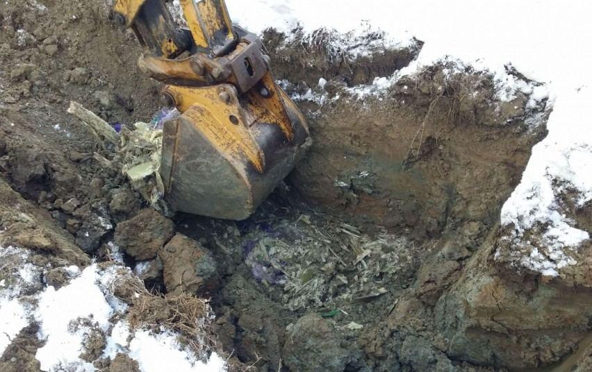 """Įmonės """"Traidenis"""" teritorijoje aplinkosaugininkai rado užkastų gamybos atliekų"""