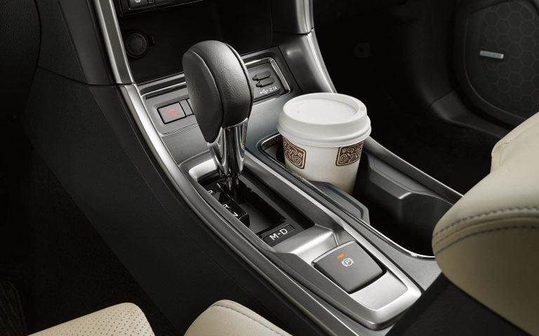 Vienas iš 19 Subaru Ascent puodelių laikiklių