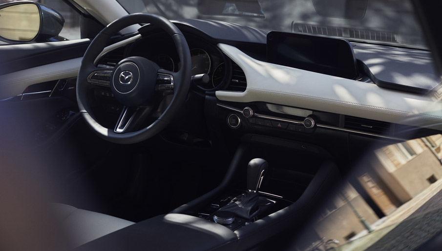 """Naujoji """"Mazda3"""" tampa ralio automobiliu"""