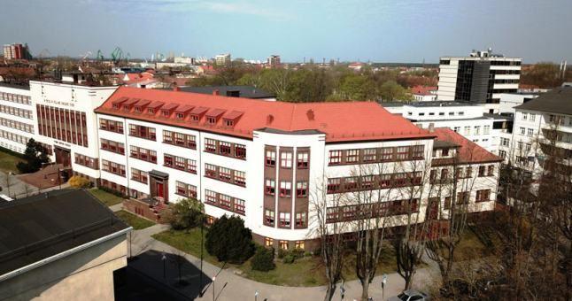 PAVYZDYS. Vytauto Didžiojo gimnazija - vienas gražiausių klaipėdietiško bauhauzo pavyzdžių.