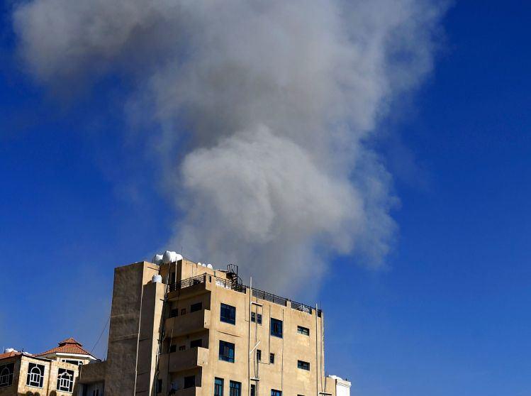 Jemeno sostinę Saną sudrebino aviacijos smūgiai