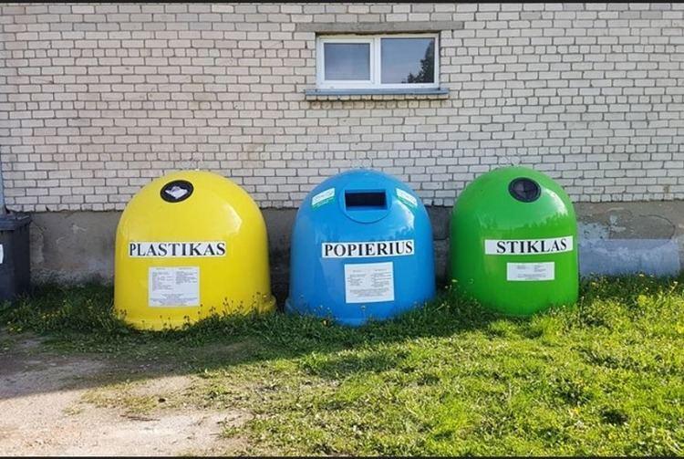 Požerūnuose esančių pakuočių konteinerių ištuštinti suskubo tik po žurnalistų klausimų.
